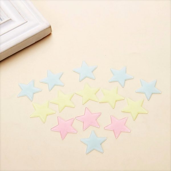 דוגמה לכוכבים זוהרים בחושך להדבקה על קירות חדר הילדים או על משטח אחר