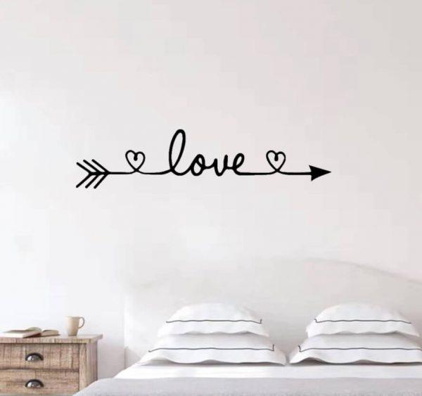 מדבקת קיר Love לחדר השינה