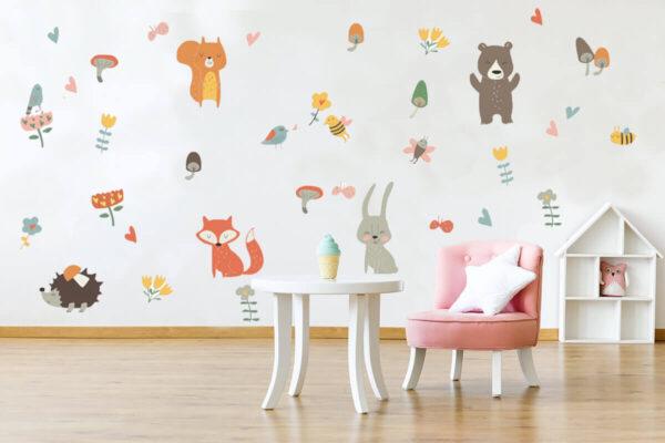 מדבקת קיר לקישוט ועיצוב חדר הילדים בצורת תינוקות יער הפלא