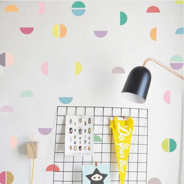 מדבקת קיר צבעונית חצאי עיגולים להכנסת צבע לחדר