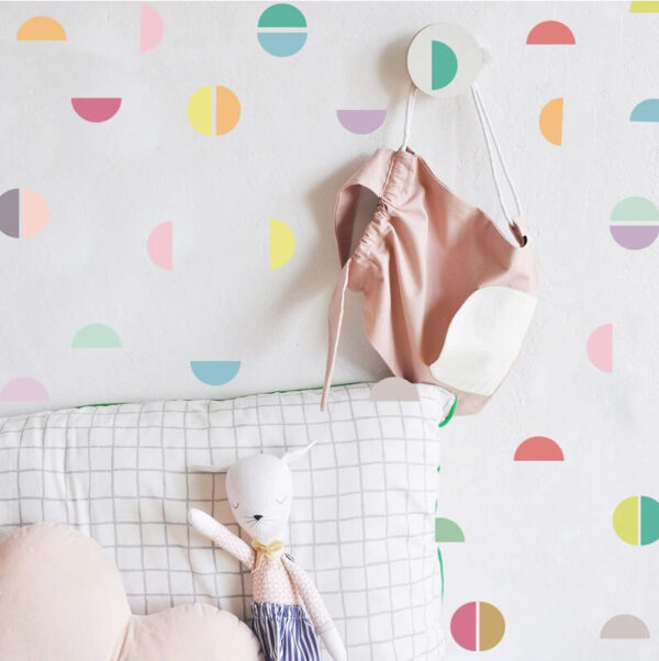 מדבקת קיר חצי עיגולים צבעוניים